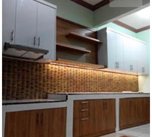 Kitchen Set Cibubur Dengan Bentuk Memanjang