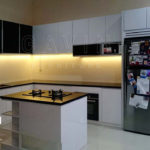 Q2175 model kitchen set minimalis dengan island