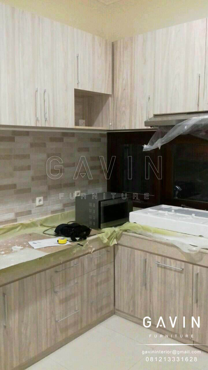 Contoh kitchen set minimalis finishing hpl serat kayu for Contoh kitchen set minimalis