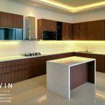 contoh lemari dapur bersih dengan minibar di Bintaro
