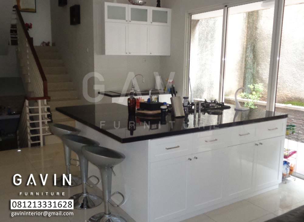 model kitchen set klasik dengan island