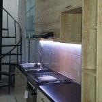 pembuatan kitchen set minimalis finishing hpl kayu di cempaka putih