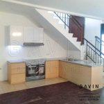 pengiriman kitchen set bawah tangga kombinasi hpl di Manado Q2927