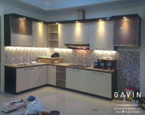 contoh kitchen set minimalis hpl kombinasi