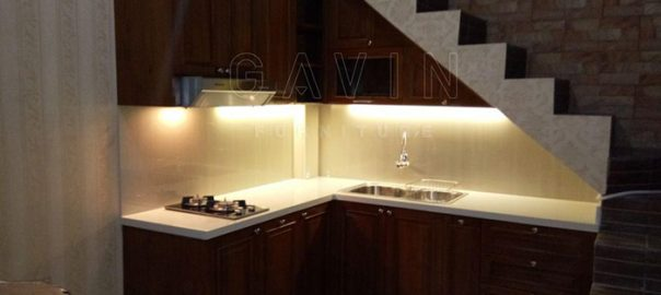 kitchen set klasik kayu jati finishing melamik dapur bawah tangga Q2748