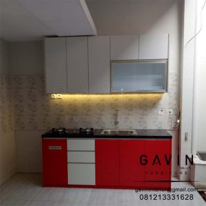 kitchen set letter i kombinasi warna merah dan putih finishing hpl Q3157