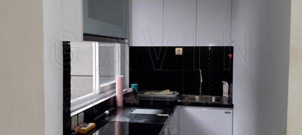 lemari dapur sempit minimalis putih glossy di Bintaro Q3064