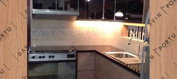 contoh kitchen set cermin kombinasi hpl letter L id3257