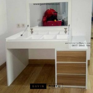 meja rias minimalis dan kerja kombinasi warna di Green Lake id3482