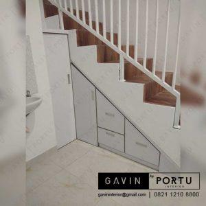 model lemari bawah tangga pintu tertutup