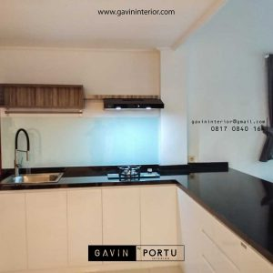 model kitchen set minimalis modern dengan kabinet bar di Daan Mogot id3377