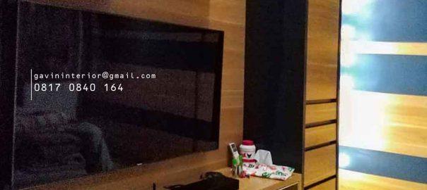 backdrop tv kamar tidur minimalis warna coklat dan hitam di Pamulang id3518