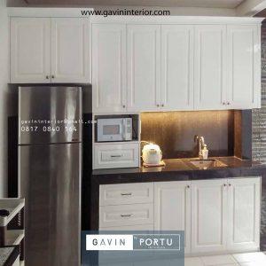 gambar kitchen set semi klasik warna putih di Casa Jardin Gavin by Portu id4011